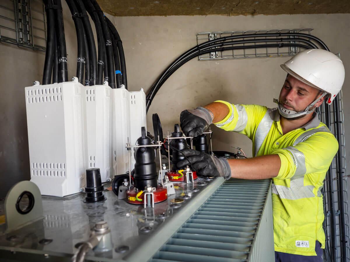 Poste de distribution électrique pour site industriel par CECCON BTP